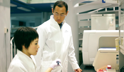 Shinya Yamanaka guiding technical staff at the Open Lab at 4th floor of the CiRA building, Kyoto, in September 2011