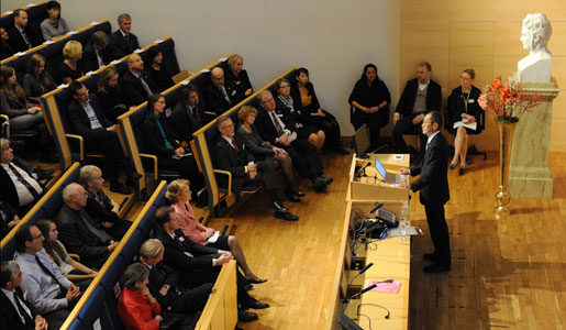 Shinya Yamanaka delivering his Nobel Lecture in the Jacob Berzelius Lecture Hall at Karolinska Institutet