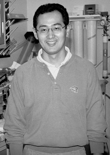 Portrait of Shinya Yamanaka from his postdoc time at Gladstone Institutes, US