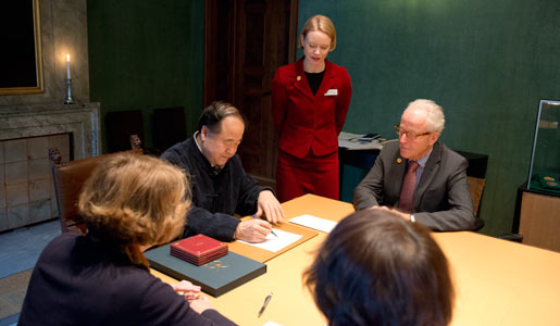 Mo Yan visits the Nobel Foundation on 12 December 2012 and signs the guest book