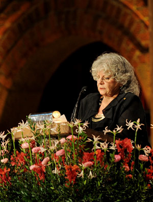 Ada E. Yonath delivering her banquet speech