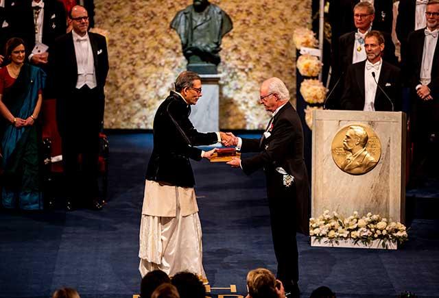 Abhijit Banerjee receiving his Prize