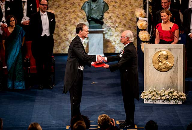 William G. Kaelin Jr receiving his Nobel Prize
