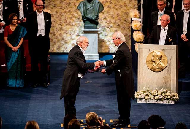 Michel Mayor receiving his Nobel Prize