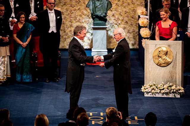 Sir Peter J. Ratcliffe receiving his Nobel Prize