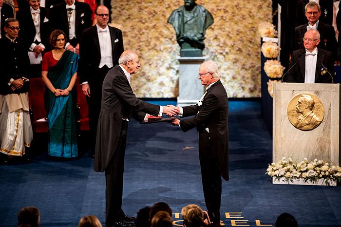 James Peebles receiving his Nobel Prize