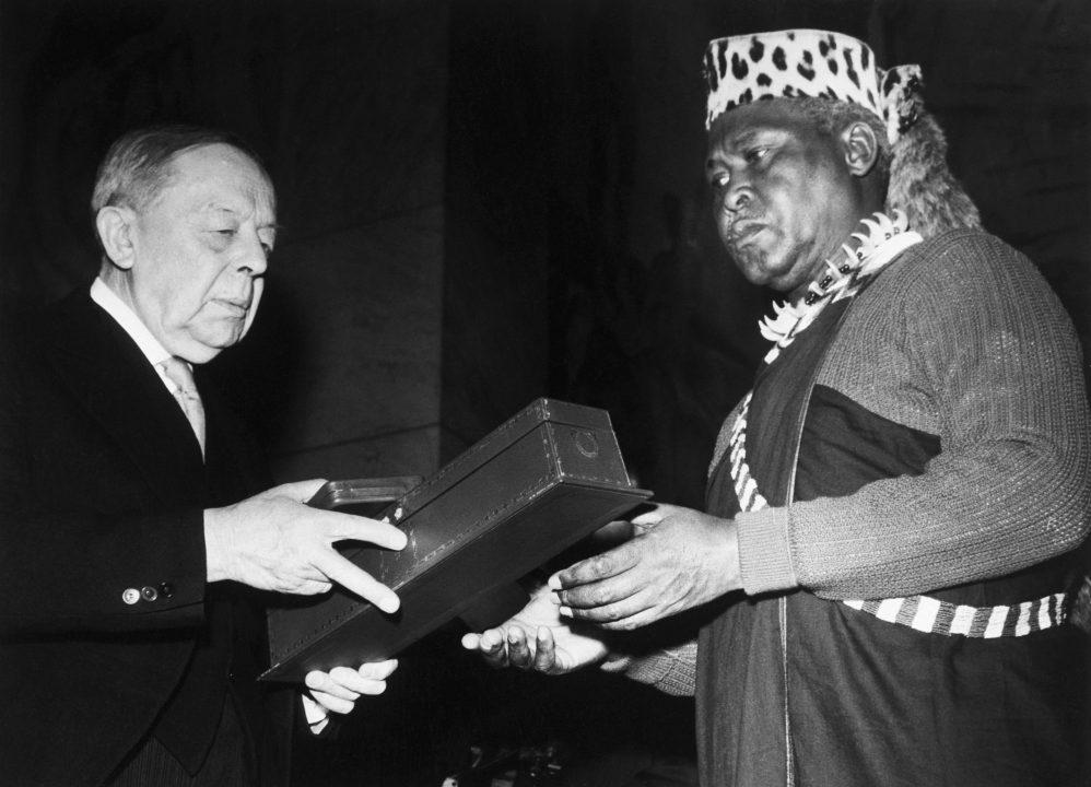Albert Lutuli receives the 1960 Nobel Peace Prize